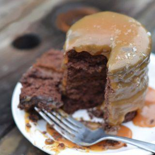 Salted caramel sauce recipe cake tutorial