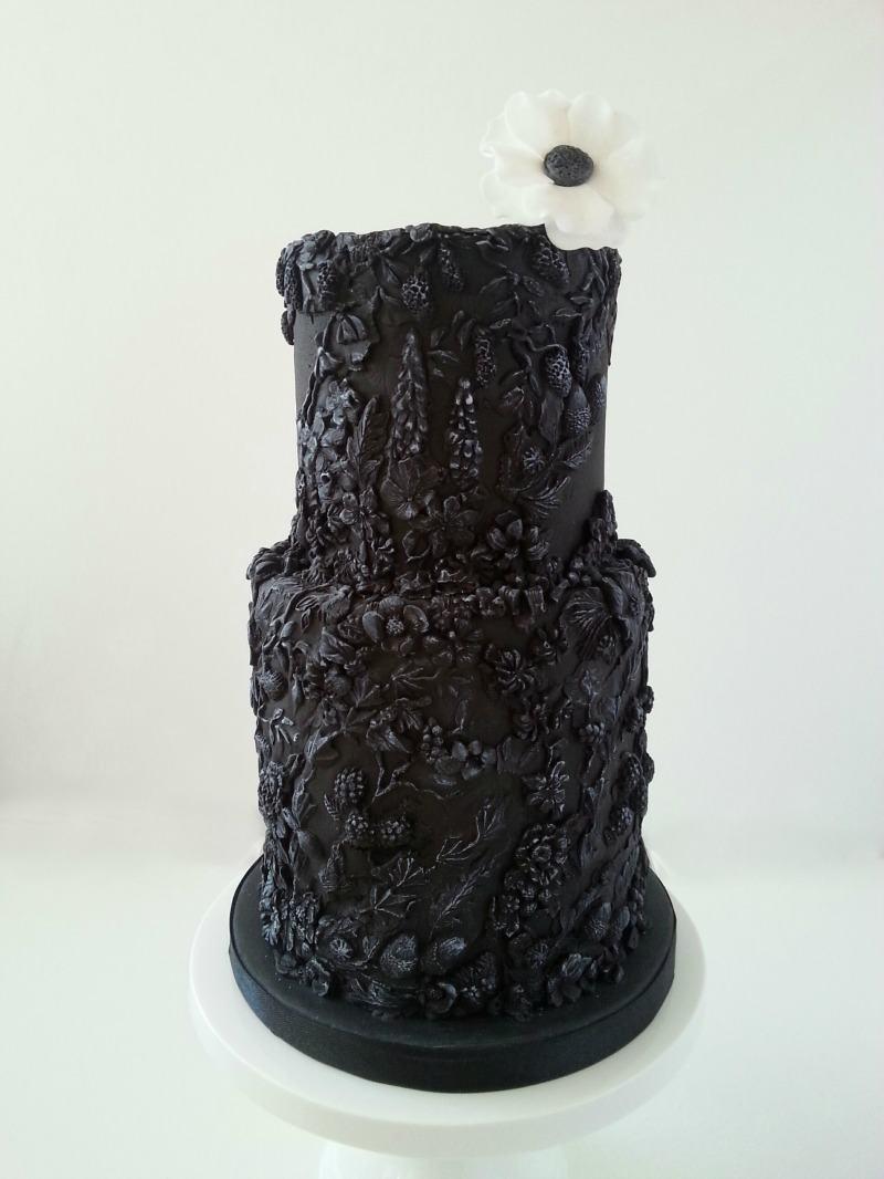 black_bas_relief_cake
