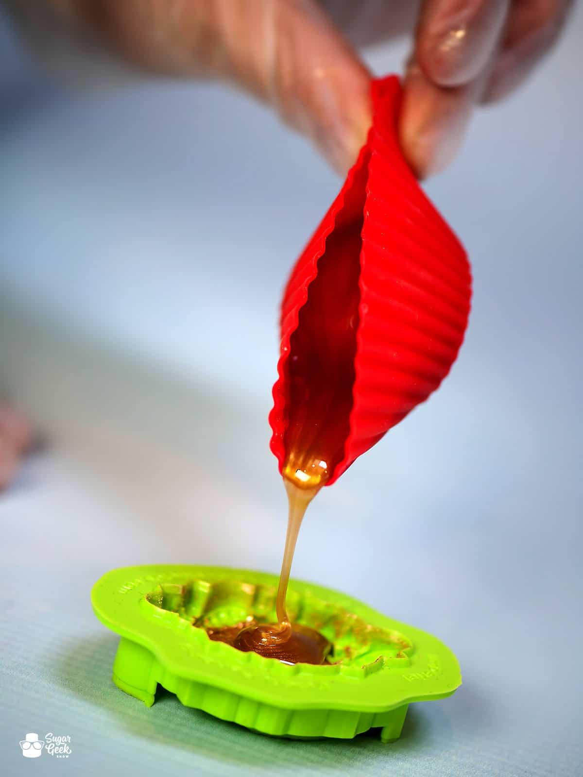 pouring isomalt