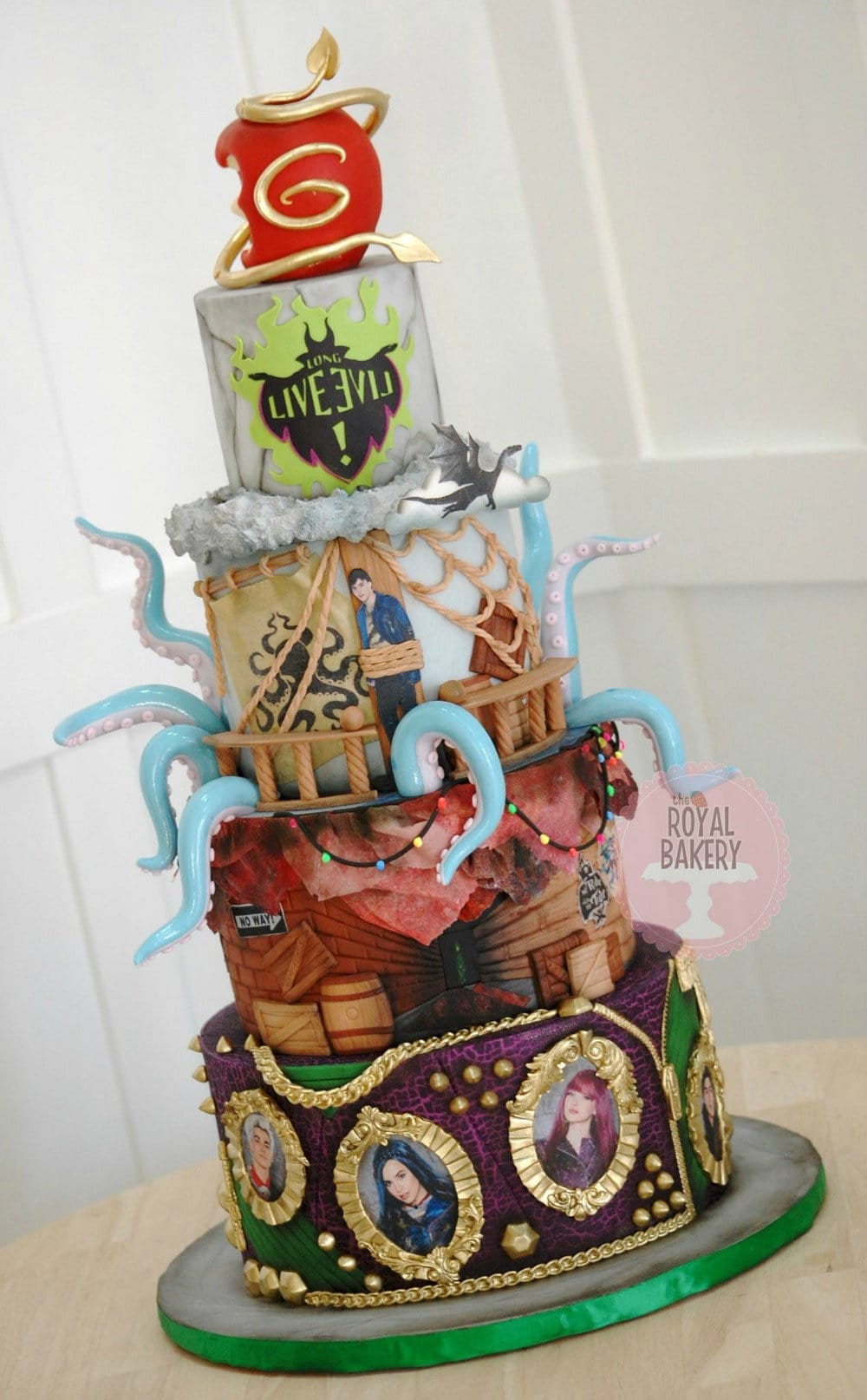 Descendants 2 Cake