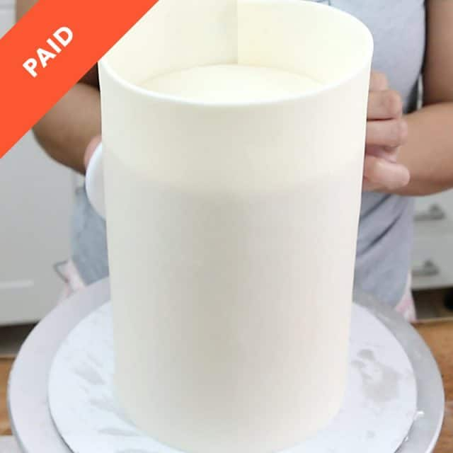 Paneling a cake in fondant