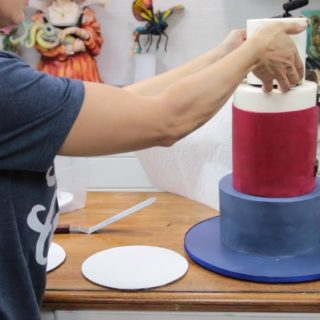 How to stack a tiered cake