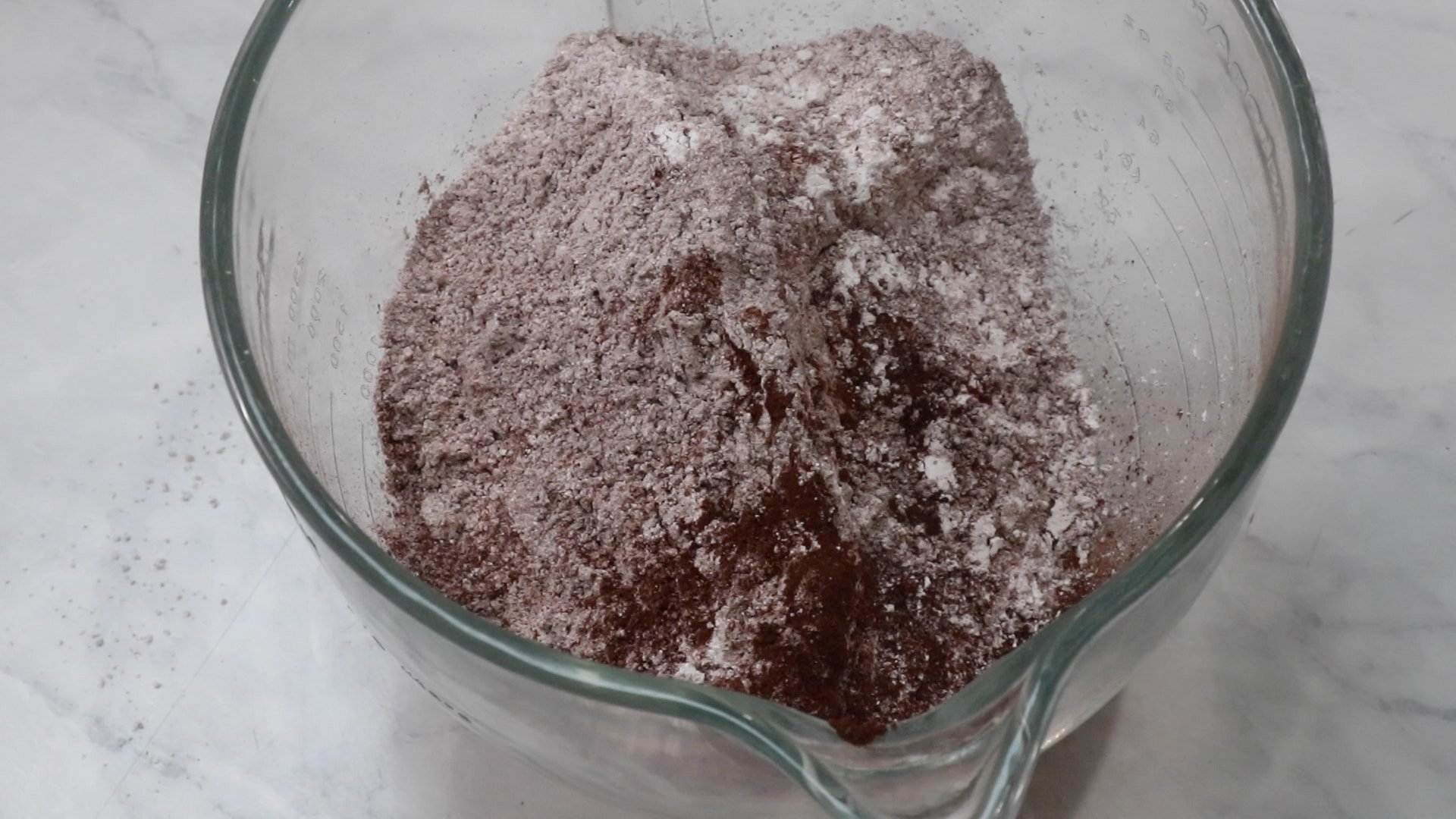 powdered sugar and cocoa powder in clear bowl