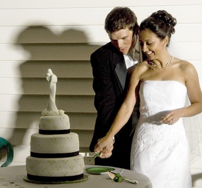 sisters wedding cake