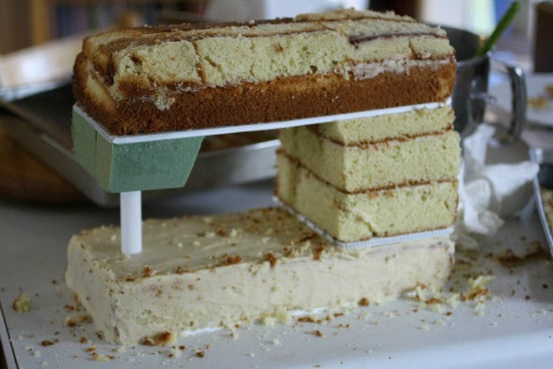 Sewing Machine Cake Structure