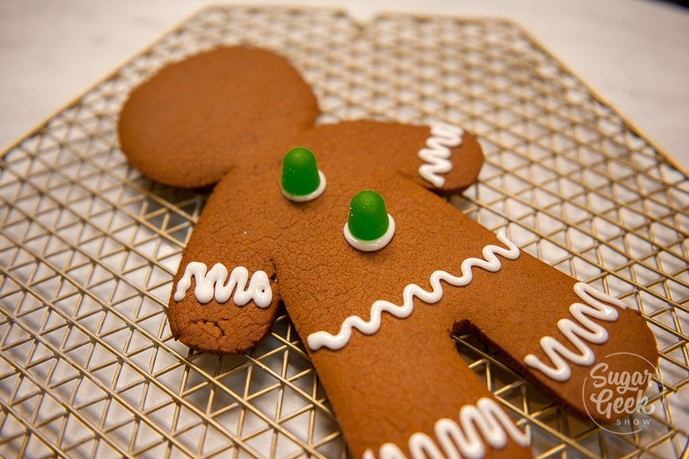 how to decorate a giant gingerbread man cookie
