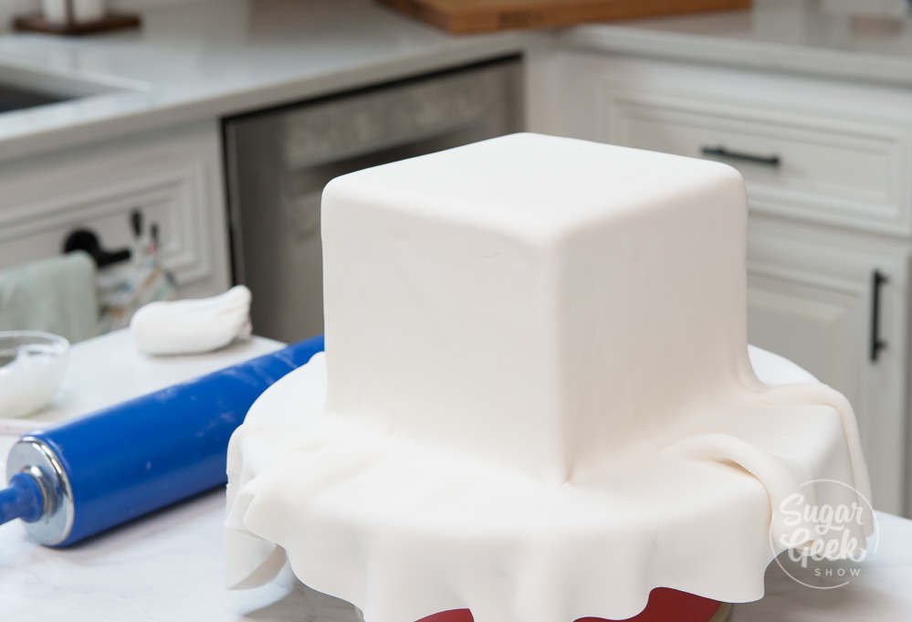 How to cover a square cake in fondant