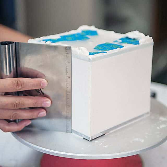 How to get perfect square cakes using acrylics
