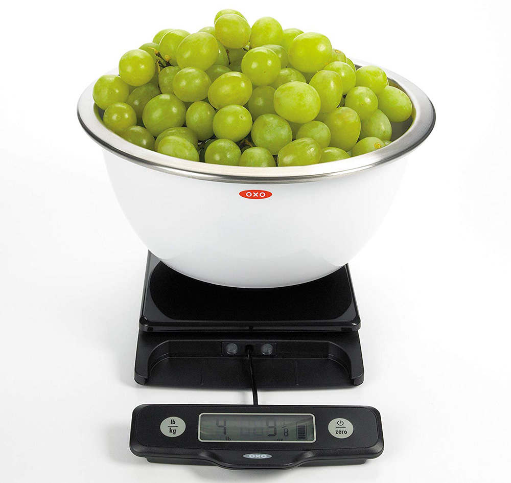 compact digital kitchen scale with pullout display