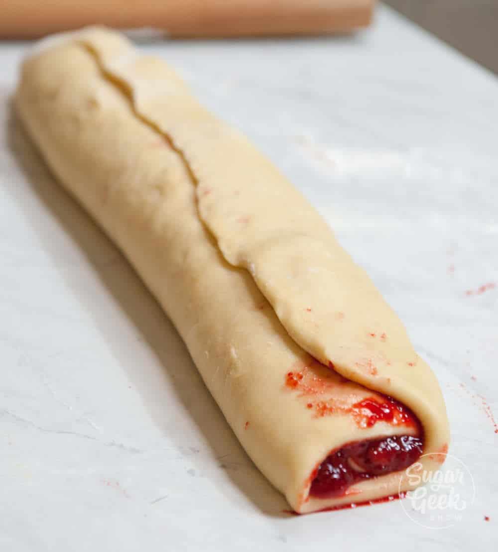 strawberry cinnamon roll log