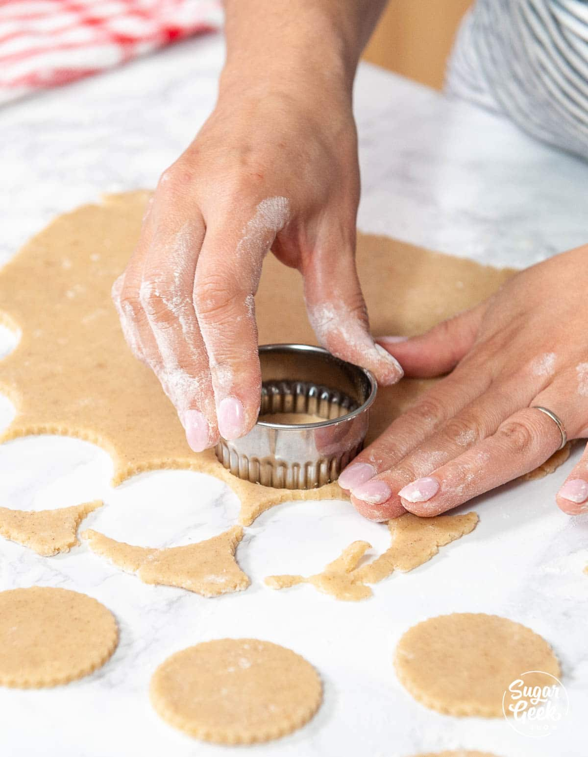 cutting linzer cookies