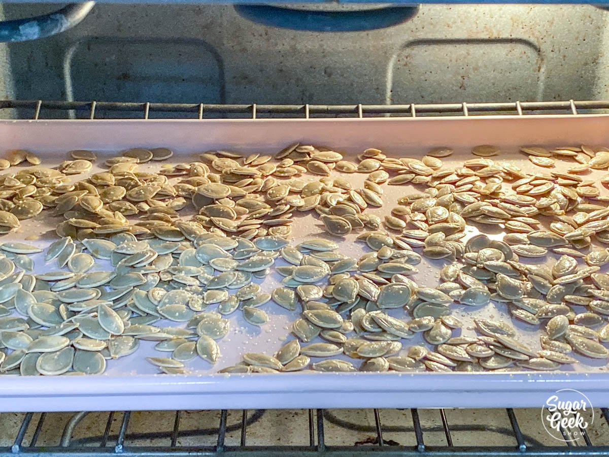 baking pumpkin seeds in the oven