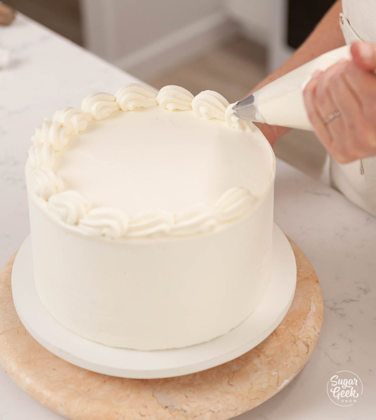 piping a border with a piping bag and 1M piping tip