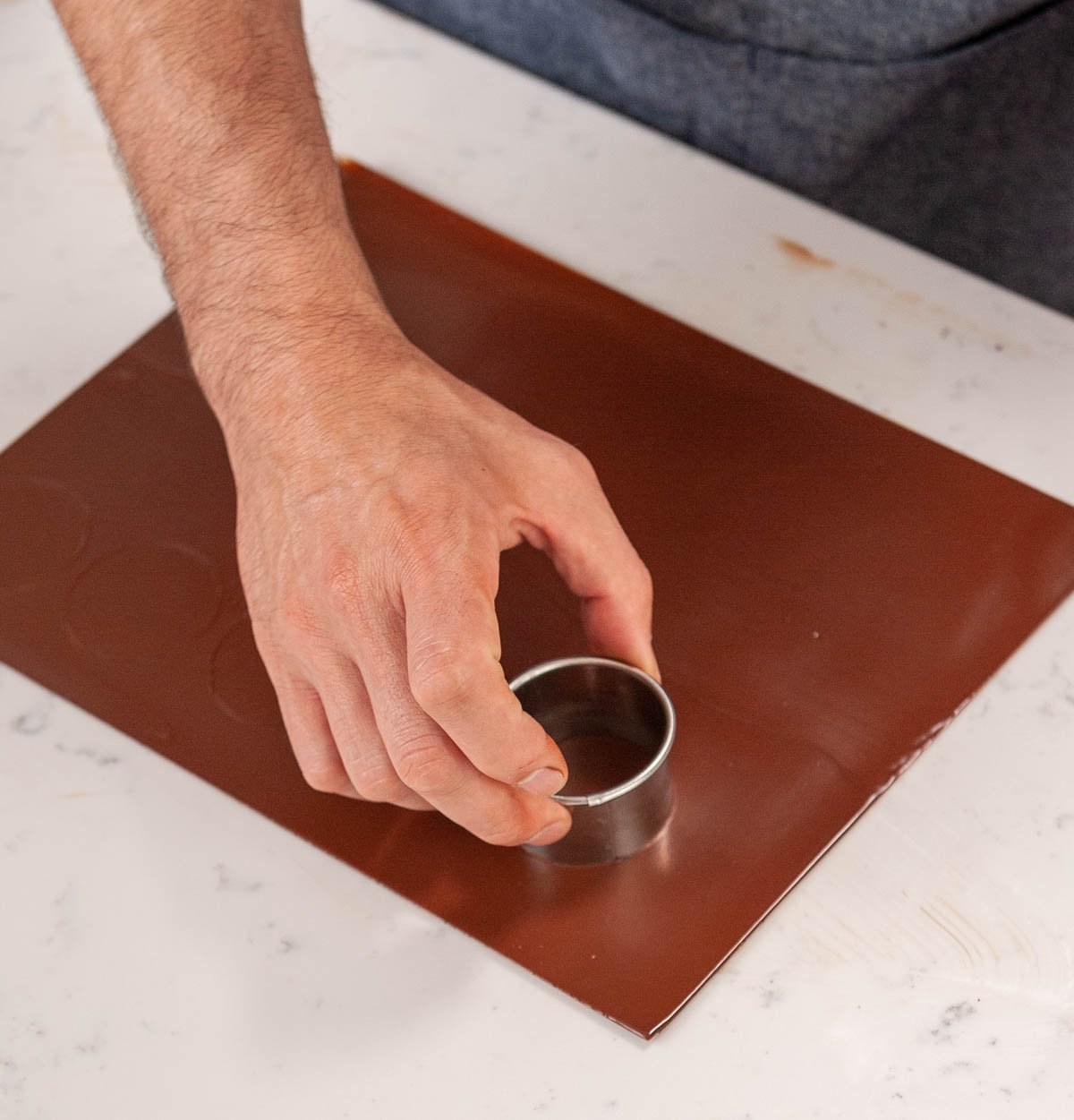 cutting circles out of thin chocolate